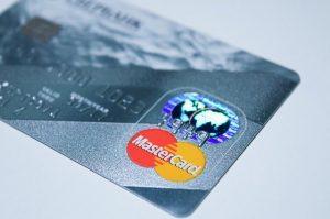 Srebrna karta bankowa